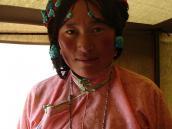 Фото из тура Непал-Тибет в 2004 году. Украшения тибетских женщин - бирюза, малахит.