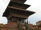 Фото из тура Непал-Тибет в 2004 году. Этот храм в древнем сопернике Катманду Бхактапуре - самый высокий.