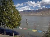 Фото из тура на Тибет в 2008 году. Осенние краски Тибета. Берег великой Цангпо - Брахмапутры.