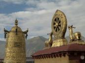 Фото из тура на Тибет в 2008 году. Крыша буддистского храма Джокханг, самого священного в Лхасе.