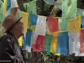 Фото из тура на Тибет в 2008 году. У молитвенных флажков в Лхасе