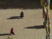 Фото из тура на Тибет в 2008 году. Вид с Кхумбума на площадь перед ступой