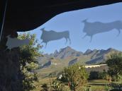 Фото из тура в ЮАР в 2013 году. Стильная архитектура включает мотивы наскальных рисунков сан и бушменов.