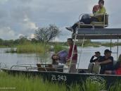 Фото из тура в ЮАР в 2013 году. Причалили к необитаемому острову для пикника. Если оставлять здесь провинившихся, то со следующим рейсом можно забирать их косточки. Река кишит крокодилами и бегемотами.