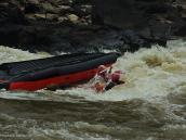 """Фото из тура в ЮАР в 2013 году. Как сказал потом рулевой, """"Rafting is all about flipping"""" (Вся сущность рафтинга во флиппинге, см. илл.)."""