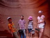 Фото из тура в США в мае-июне 2010 года. Группа искателей приключений в каньоне Антилопы. Нац Парк Зайон, Юта, США.