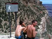 Фото из тура в США в мае-июне 2010 года. На треке в Гранд Каньоне много необычных табличек, Аризона.