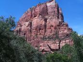 """Фото из тура в США в мае-июне 2010 года. Знаменитая скала """"Приют Ангелов"""" в Парке Зайон. Отсюда открывается ошеломляющий вид. Штат Юта, США."""