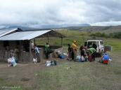 Фото из тура в Венесуэлу в феврале-марте 2012. Перепаковка и распределение груза между носильщиками.