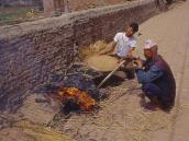 Жертвоприношение на улице в Бхактапуре