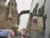 Туристский автобус у Храма на Крови. СПб за 24 часа.