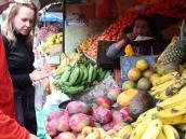 На рынке Отовало перед восхождением на Котопакси