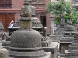 Многочисленные буддийские чортены в Катманду